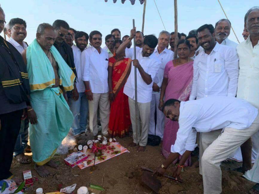 MLA guvvalala balaraju starting road work's in balmoor mandal